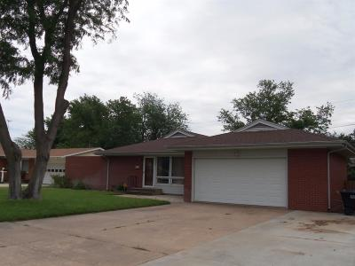 Great Bend KS Single Family Home For Sale: $112,500