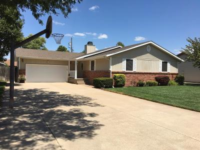 Great Bend KS Single Family Home For Sale: $219,900