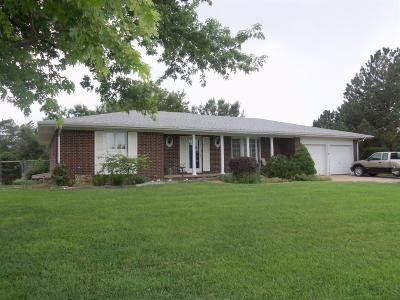 Great Bend KS Single Family Home Sale Pending: $209,900