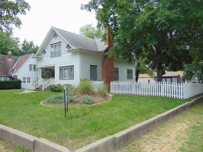 Clay Center Single Family Home For Sale: 1121 7th