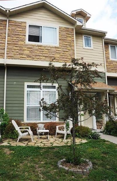 Junction City Condo/Townhouse For Sale: 24 Fuller Circle