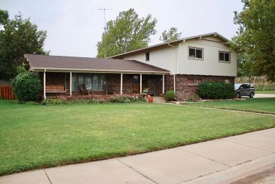 Great Bend KS Single Family Home For Sale: $209,000
