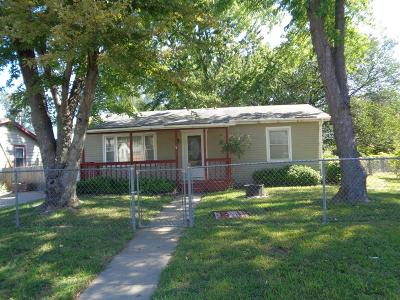 Junction City Single Family Home For Sale: 1212 Pershing Drive