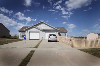 Junction City Single Family Home For Sale: 2214 Thompson Drive #2216
