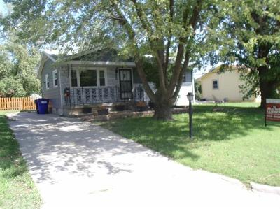 Junction City Single Family Home For Sale: 1305 Johnson Drive