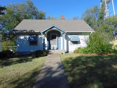 Herington Single Family Home For Sale: 301 South B Street