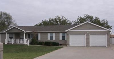 Great Bend KS Single Family Home For Sale: $124,000