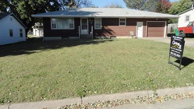 Wakefield Single Family Home For Sale: 615 Cedar