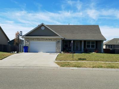 Junction City Single Family Home For Sale: 914 Hickory Ln