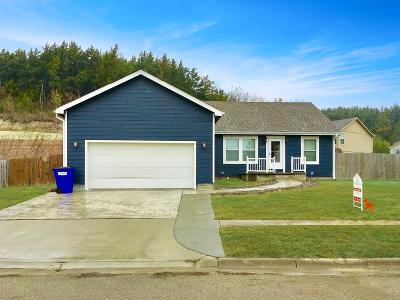 Junction City Single Family Home For Sale: 2002 Custer Road
