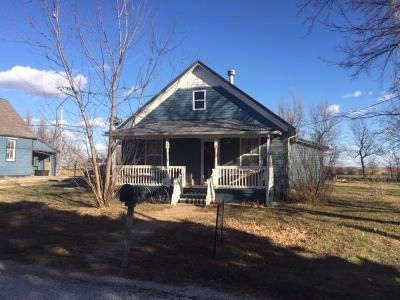 Herington Single Family Home For Sale: 106 Third (Latimer) Street