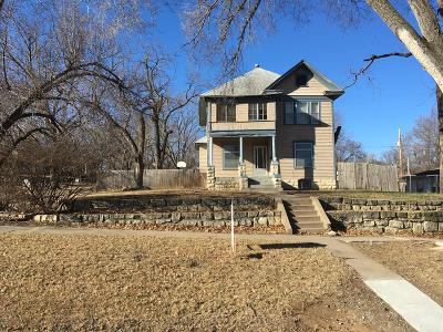 Junction City Single Family Home For Sale: 124 South Adams Street