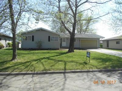 Herington Single Family Home For Sale: 405 East Lewerenz Street