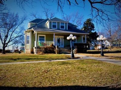 Wakefield Single Family Home For Sale: 201 Elm