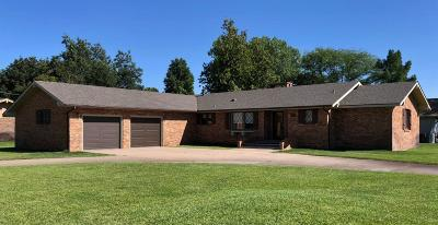 Great Bend KS Single Family Home For Sale: $267,500