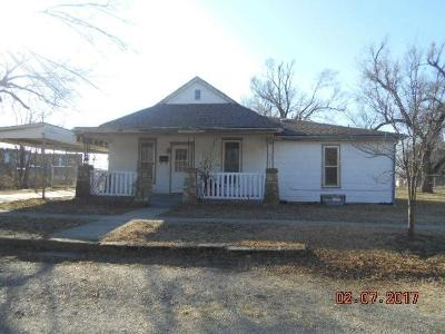 Herington Single Family Home For Sale: 203 North A