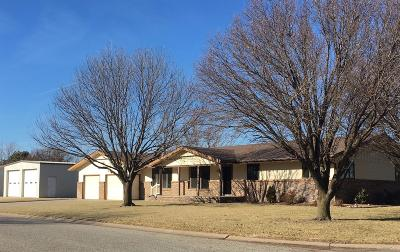 Ellinwood KS Single Family Home Sale Pending: $215,000
