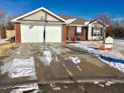 Junction City Single Family Home For Sale: 1104 Marshall Circle