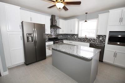 Junction City Single Family Home For Sale: 230 West Chestnut Street