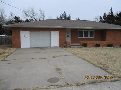 Herington Single Family Home For Sale: 202 12th Street
