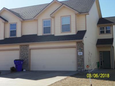 Junction City Condo/Townhouse For Sale: 2216 Brooke Bend