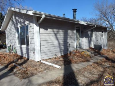 Manhattan Single Family Home For Sale: 723 Galaxy Drive