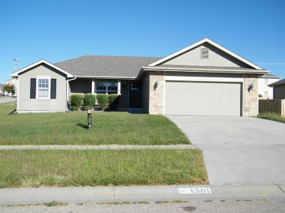 Junction City Single Family Home For Sale: 1301 Meadowbrooke Lane