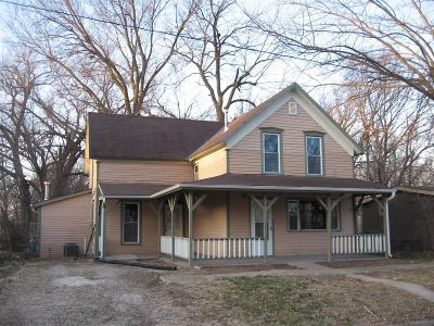 Chapman Single Family Home For Sale: 209 East 1st