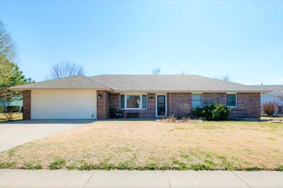 Junction City Single Family Home For Sale: 1513 Holly Lane