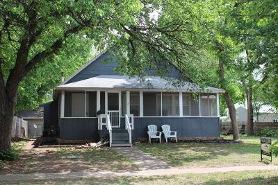 Dickinson County Single Family Home For Sale: 211 North Rogers Avenue
