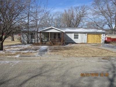 Herington Single Family Home For Sale: 301 North 1 Street