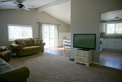 Junction City Single Family Home For Sale: 601 Plaza Drive