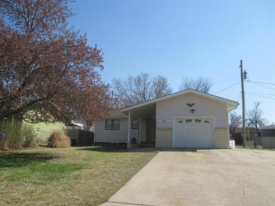 Junction City Single Family Home For Sale: 1011 Redwood