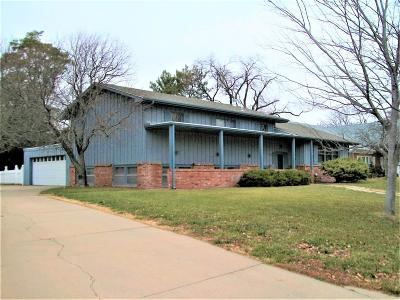 Great Bend KS Single Family Home For Sale: $169,900