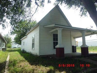 Herington Single Family Home For Sale: 208 1st