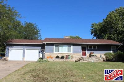 Manhattan Single Family Home For Sale: 2356 Bellehaven Road