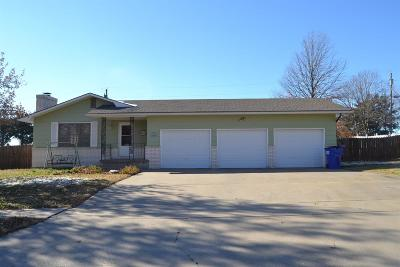Junction City Single Family Home For Sale: 1434 Highland Drive