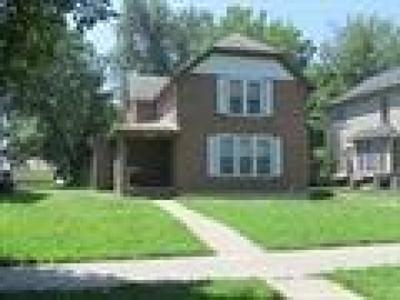 Manhattan Multi Family Home For Sale: 913 Laramie Street