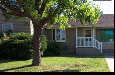 Lakin Single Family Home For Sale: 501 North Main Street