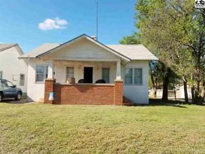 Pratt KS Single Family Home For Sale: $59,500