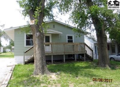 Pratt KS Single Family Home For Sale: $99,900