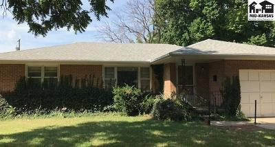 Single Family Home Sale Pending: 9 Meadowlark Ln