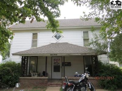 Multi Family Home For Sale: 320 N Pine St