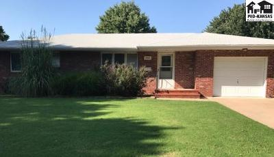 Single Family Home For Sale: 1402 Bristol Rd
