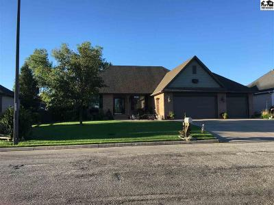 Hutchinson Single Family Home For Sale: 101 Dakota Dr
