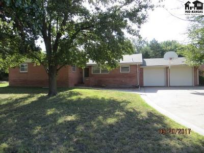 Pratt KS Single Family Home For Sale: $159,900