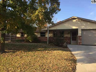 Pratt KS Single Family Home For Sale: $137,000