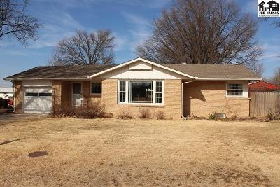 Buhler Single Family Home For Sale: 320 W 6th Ave