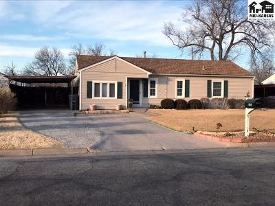 Single Family Home Sale Pending: 1004 College Ln