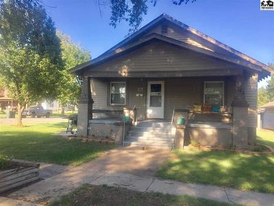 Single Family Home For Sale: 702 S Ninnescah St